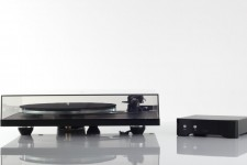 03_rega_research_pl6-lid-closed-with-neo-psu-low-view