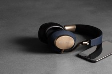 5-1-px-wireless-headphones-play-for-longer