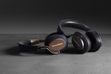 5-4-px-wireless-headphones-ergonomic-design